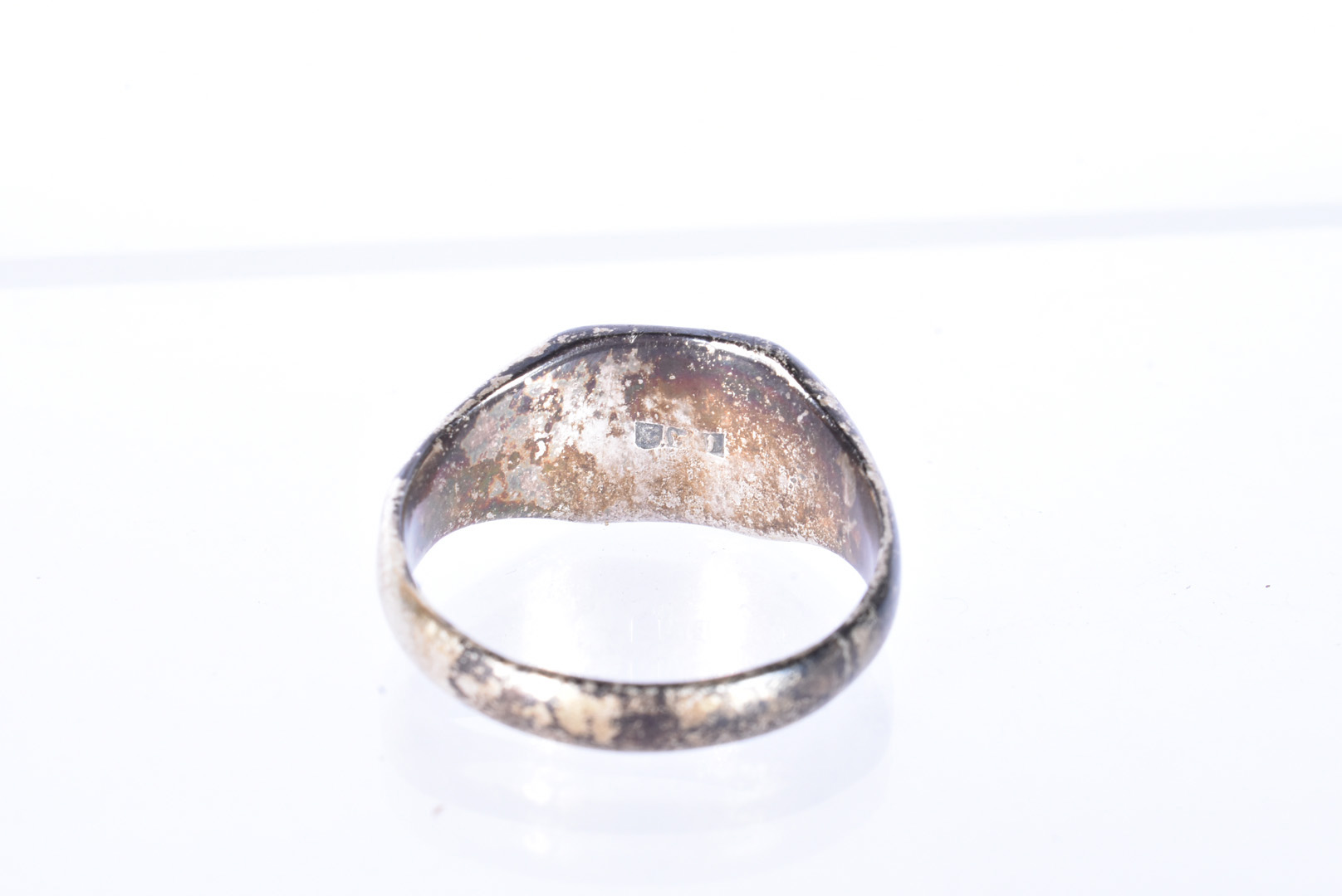 A German Third Reich Honour ring, possibly SS, the white-metal ring with skull and cross bones to - Image 3 of 3