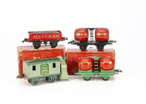 Hornby 0 Gauge 4-wheeled Freight Stock, a single wine wagon, green/grey-green snowplough, and blue/