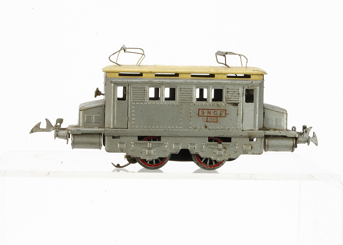 A post-war 20-volt AC electric P-O type Locomotive in SNCF silver with cream roof, with rubber-