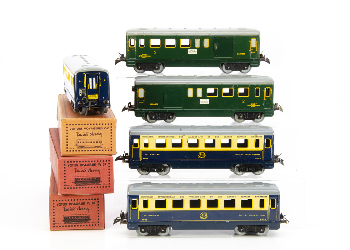 French Hornby 0 Gauge post-war bogie Coaches, comprising two boxed all-blue 1st class Wagons-Lits