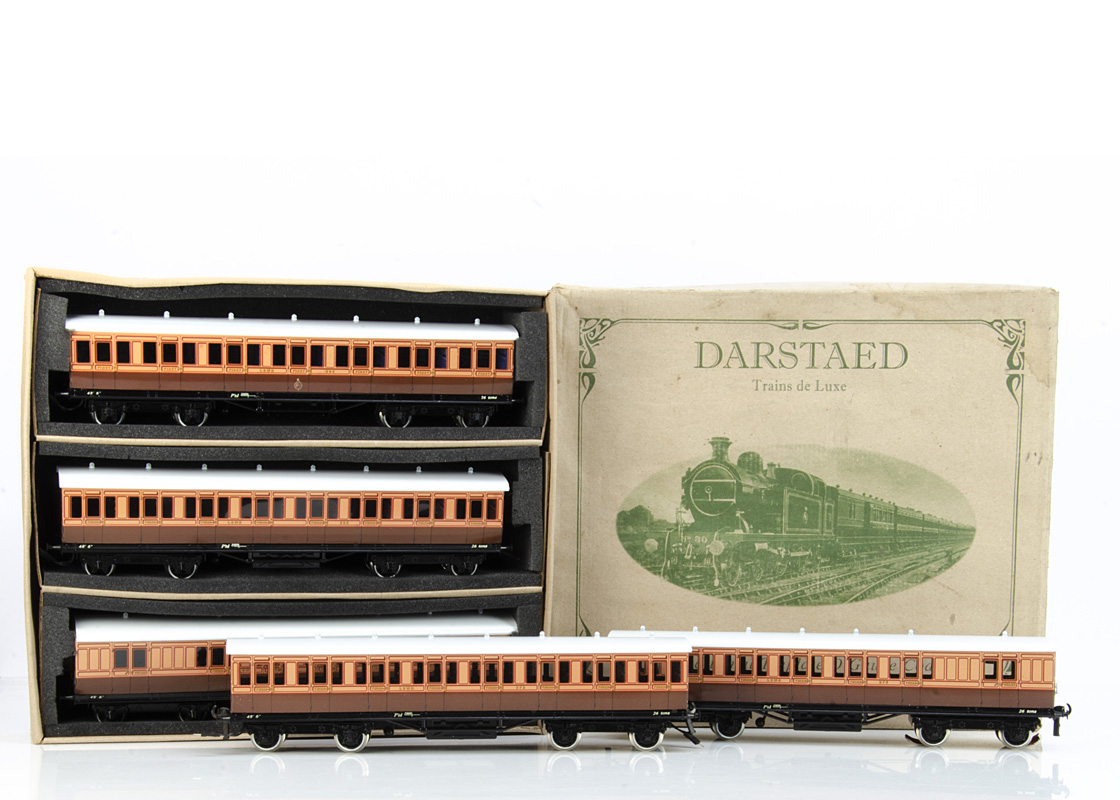 A Darstaed 0 Gauge London & South-Western Railway non-corridor Coach Set, in LSWR salmon pink/