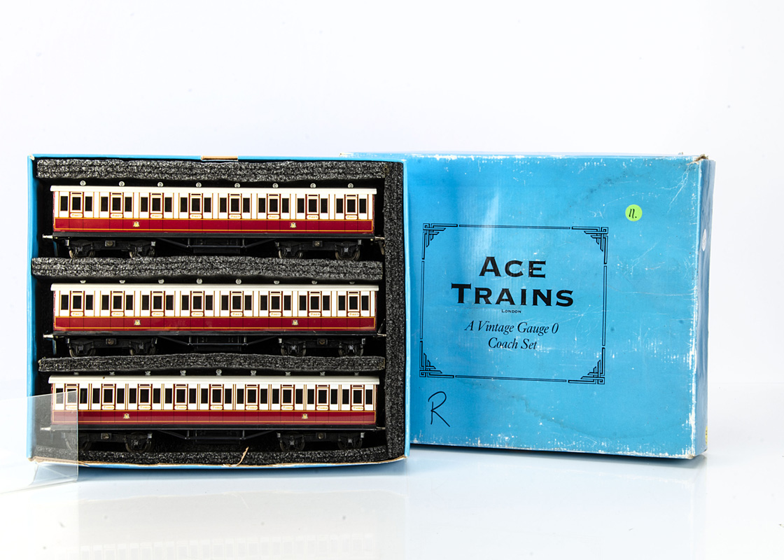 An ACE Trains 0 Gauge Caledonian Railway non-corridor Coach Set, in CR crimson/ivory lithographed