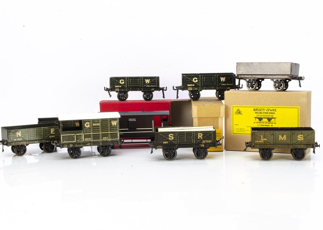 Bassett-Lowke and Leeds 0 Gauge Freight Stock, comprising 8 open wagons (4 GW dark grey, 1 SR black,