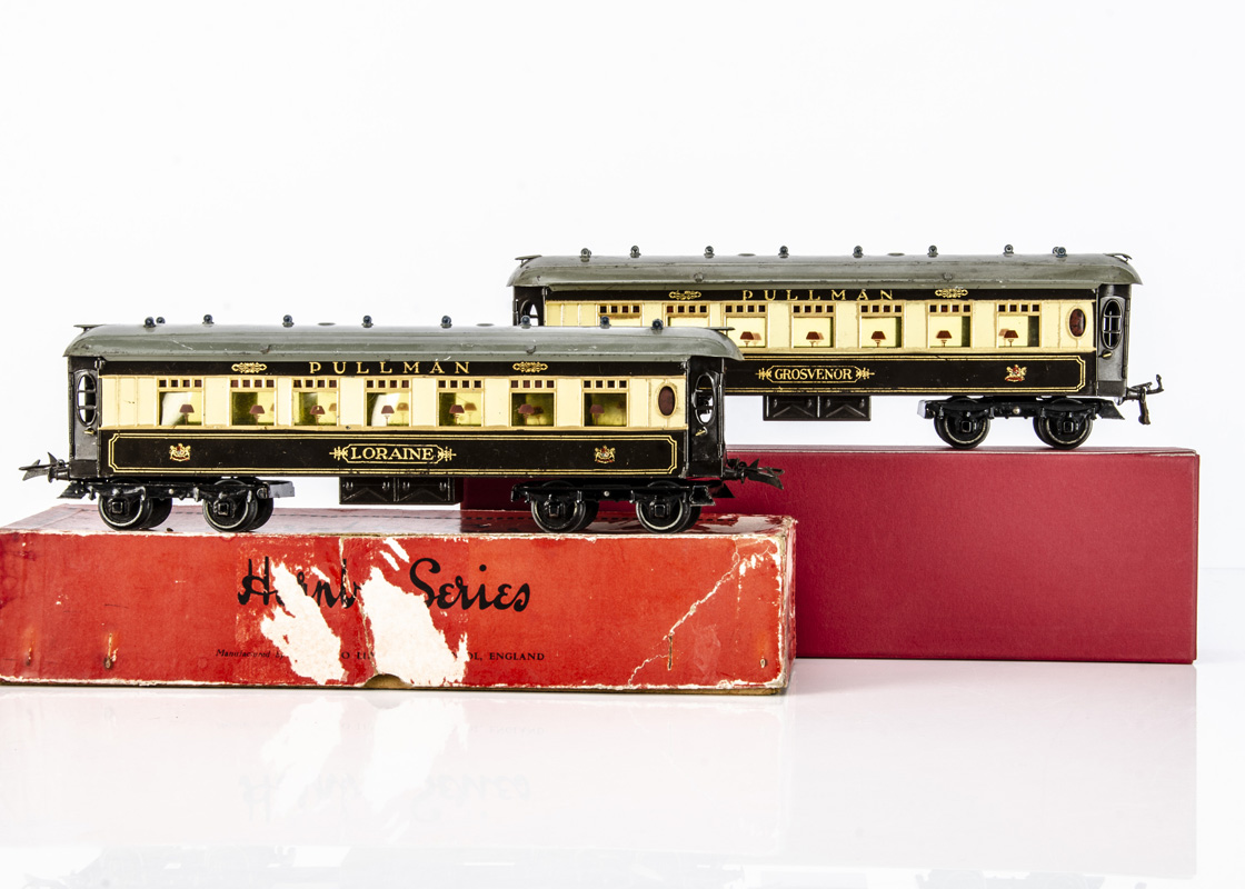 Hornby 0 Gauge No 2 Special Pullman Cars, both in the later 'brown cantrail' style with grey