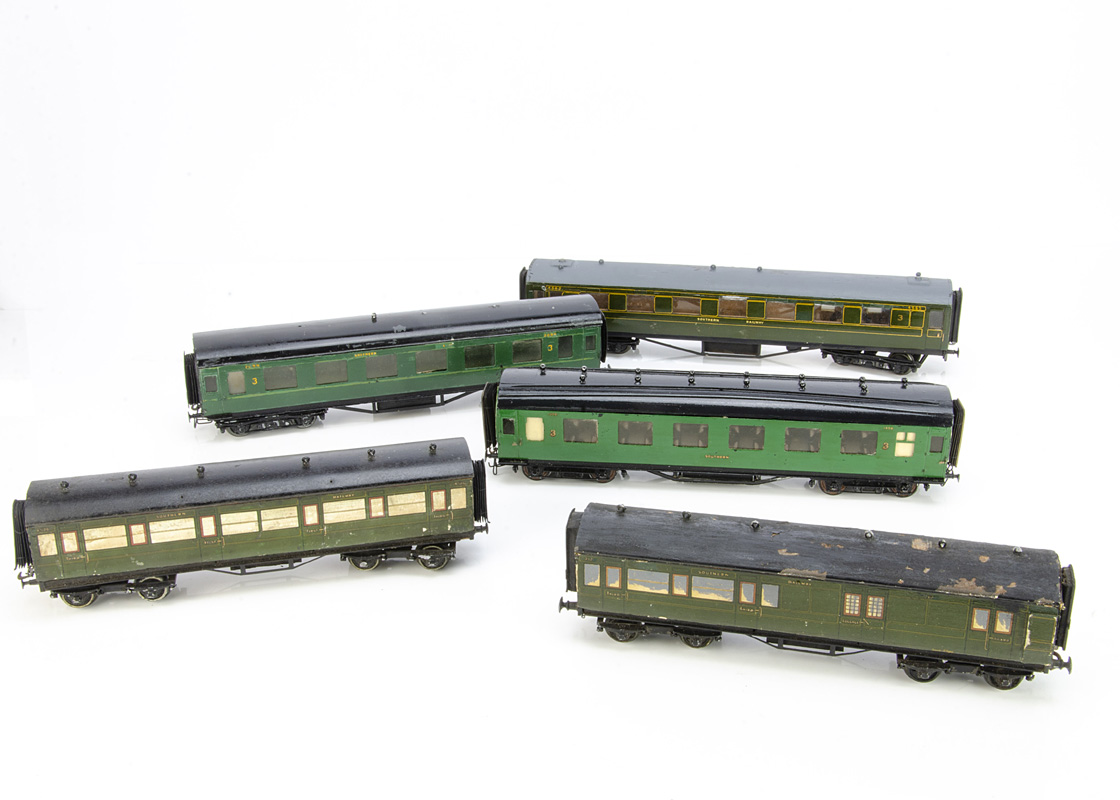Southern Railway 0 Gauge Coaches by LMC and A N Other, two Leeds Bakelite coaches Nos 1456 and 2099,