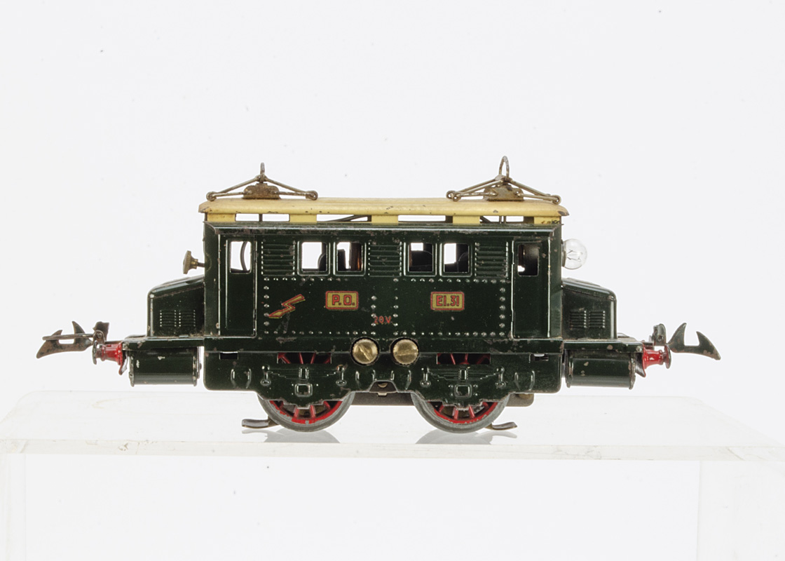 A 20-volt AC electric model in 'P.O.' dark gloss green with cream roof, with gold/red PO, El.31, 20v