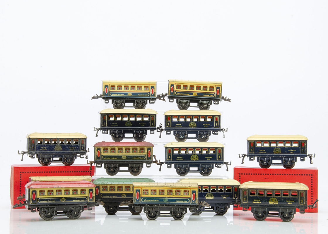 French Hornby 0 Gauge 'M' Series Wagons-Lits Pullman Coaches, comprising 7 all-blue 1st class
