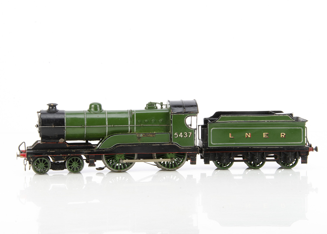 A Milbro/Leeds Model Co 0 Gauge 3-rail 'Claud Hamilton' (LNER D11) 4-4-0 Locomotive and Tender, in