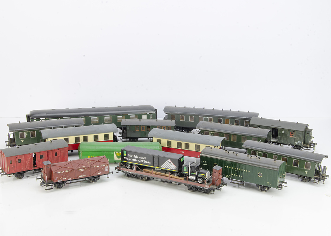 Continental 0 Gauge Rolling Stock by various makers, three German long-wheelbase 4-wheel coaches