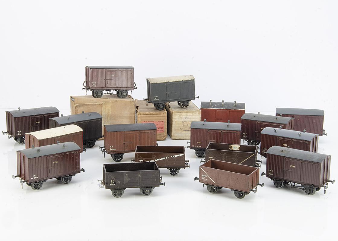 Leeds Model Co 0 Gauge Bakelite-bodied Freight Stock, comprising 14 assorted vans and 6 open wagons,