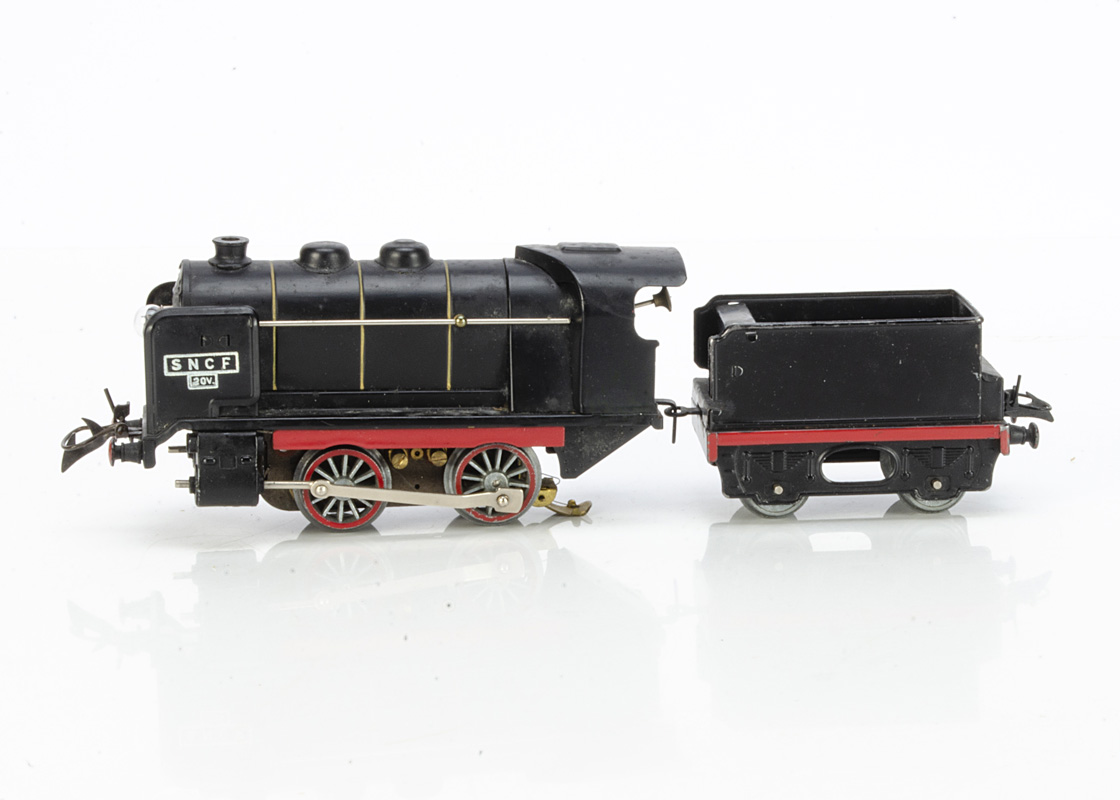 A Boxed French Hornby 0 Gauge electric No OE steam Locomotive and Tender, for 20v operation in