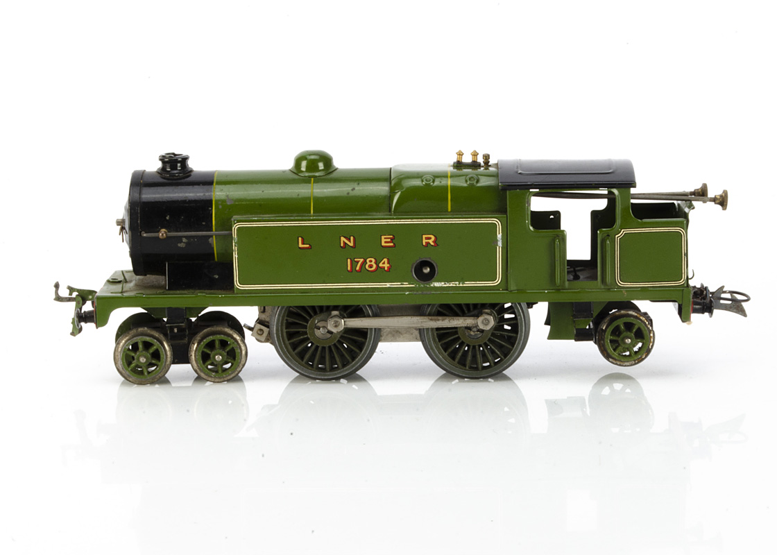 A Hornby 0 Gauge No 2 Special clockwork Tank Locomotive, in LNER green as no 1784, fitted with