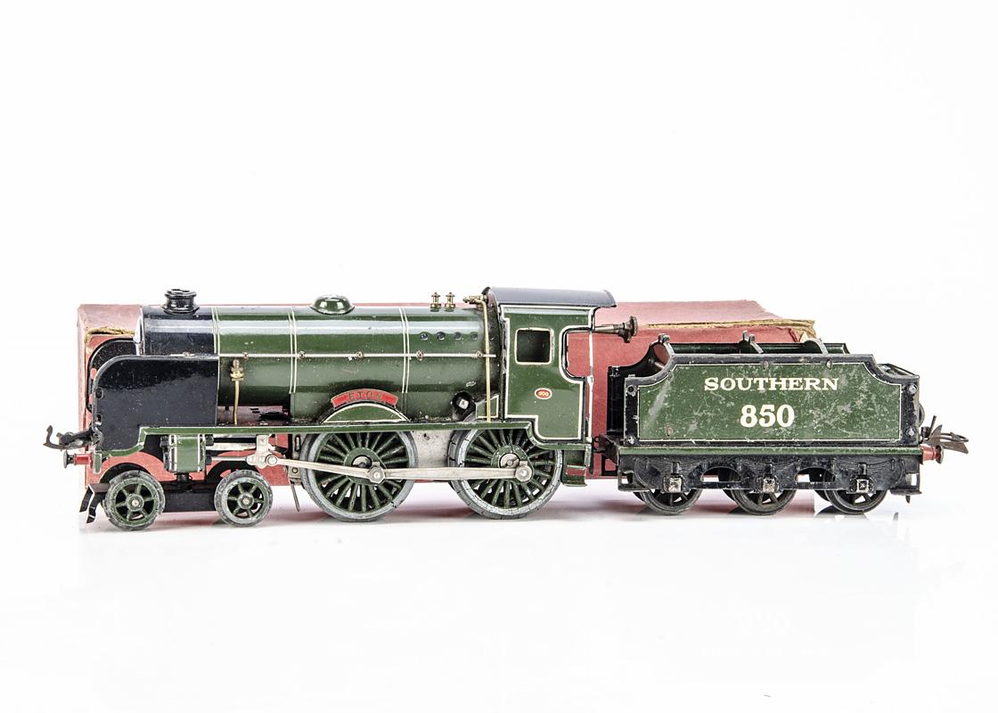 A Hornby 0 Gauge No 4 clockwork 4-4-0 'Eton' Locomotive and (incorrect) 850 Tender for