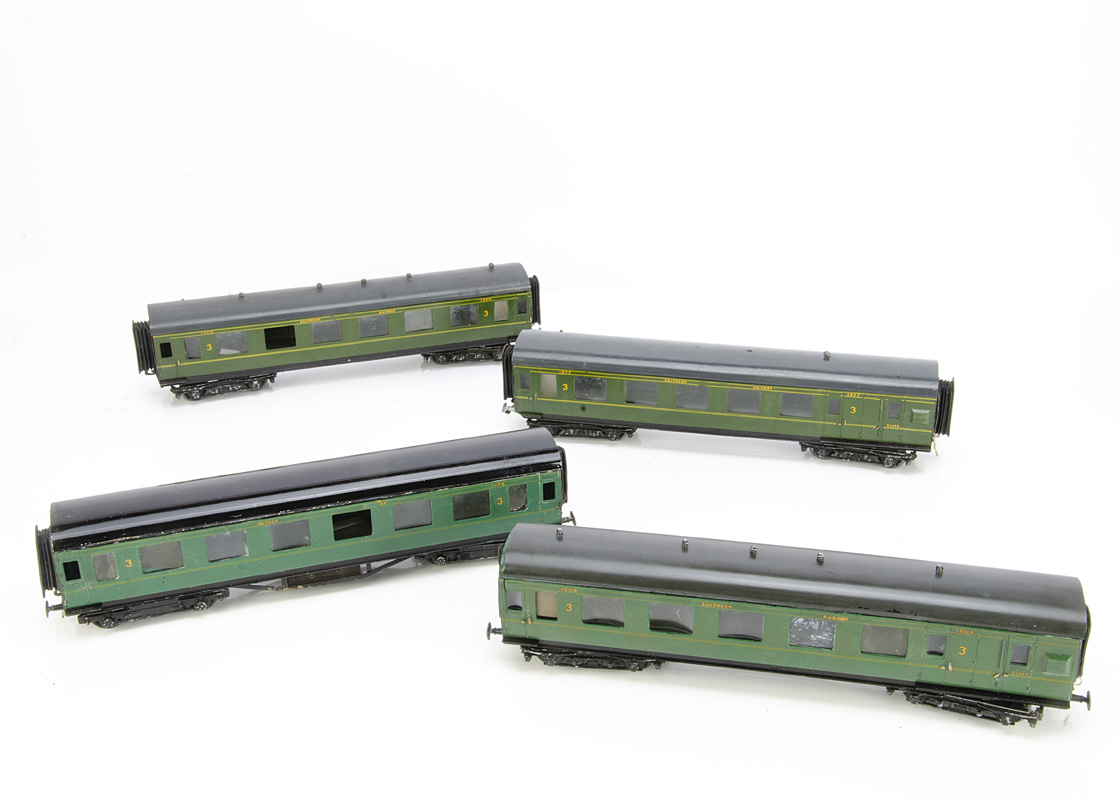 Southern Railway 0 Gauge Bakelite Coaches by LMC, three 3rd class coaches Nos 1508, 1808 and 2175,