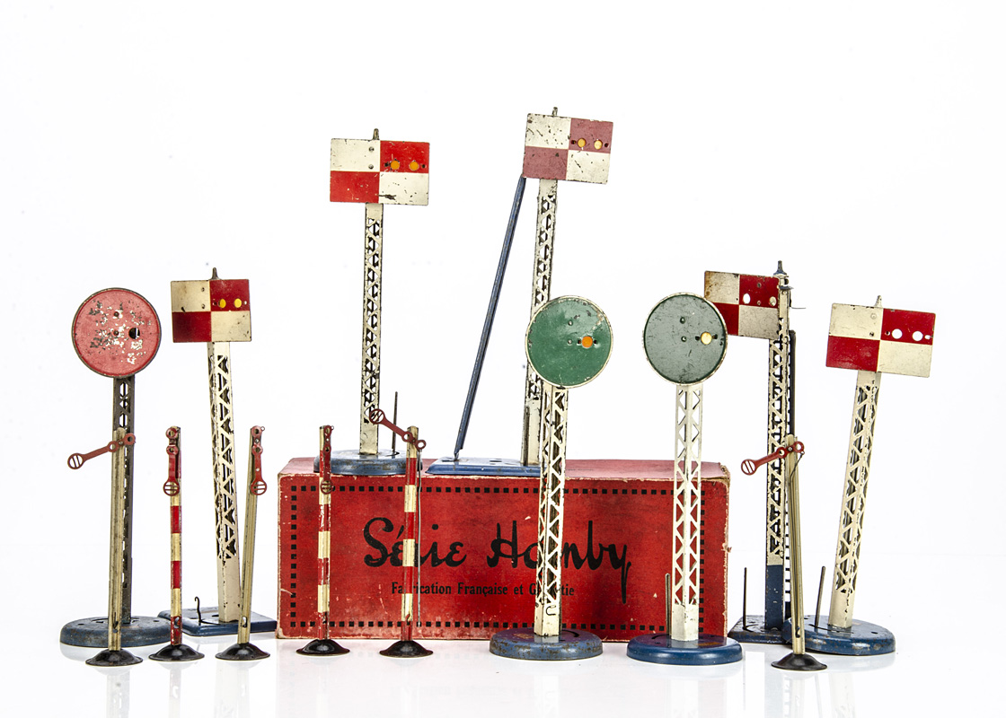 French Hornby 0 Gauge Signals, a boxed pair of swivelling disc signals, G-VG, box G, with unboxed