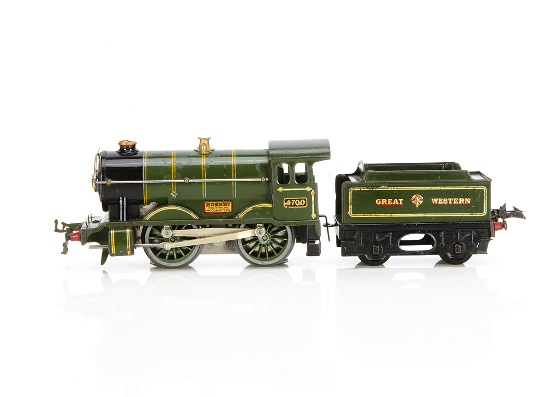 A Hornby 0 Gauge No E120 'Special' 0-4-0 Locomotive and Tender, in enamelled 'Great (crest) Western'