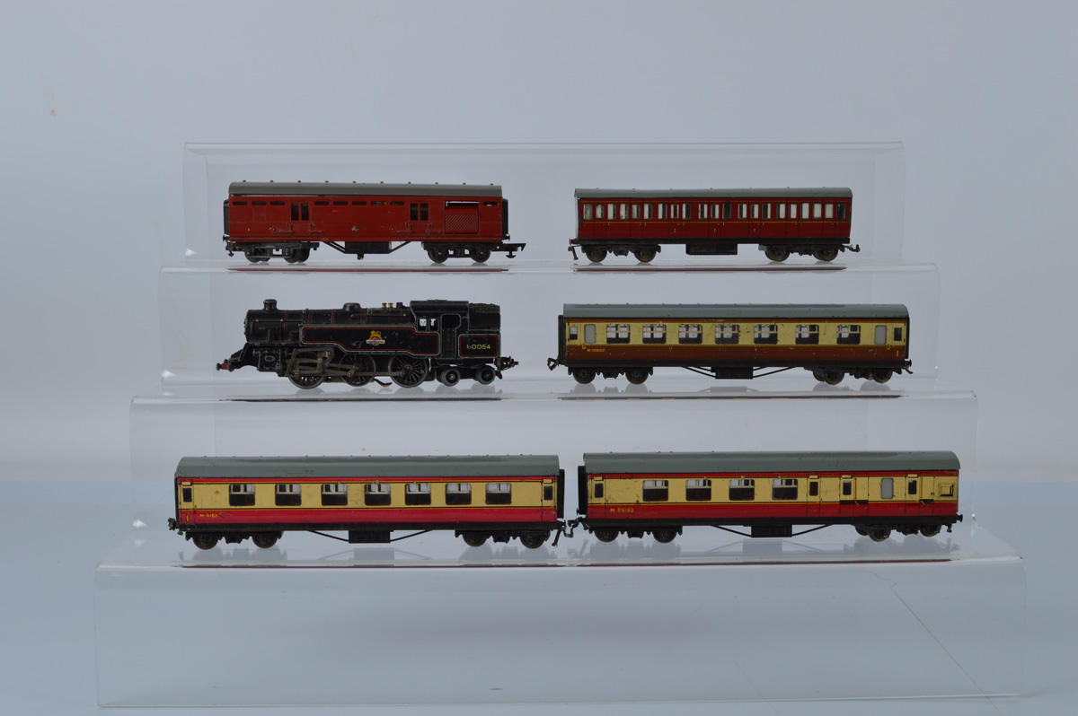 A Hornby Dublo tank loco2-6-4 (missing front bogie) BR 80054, together with five coaches including
