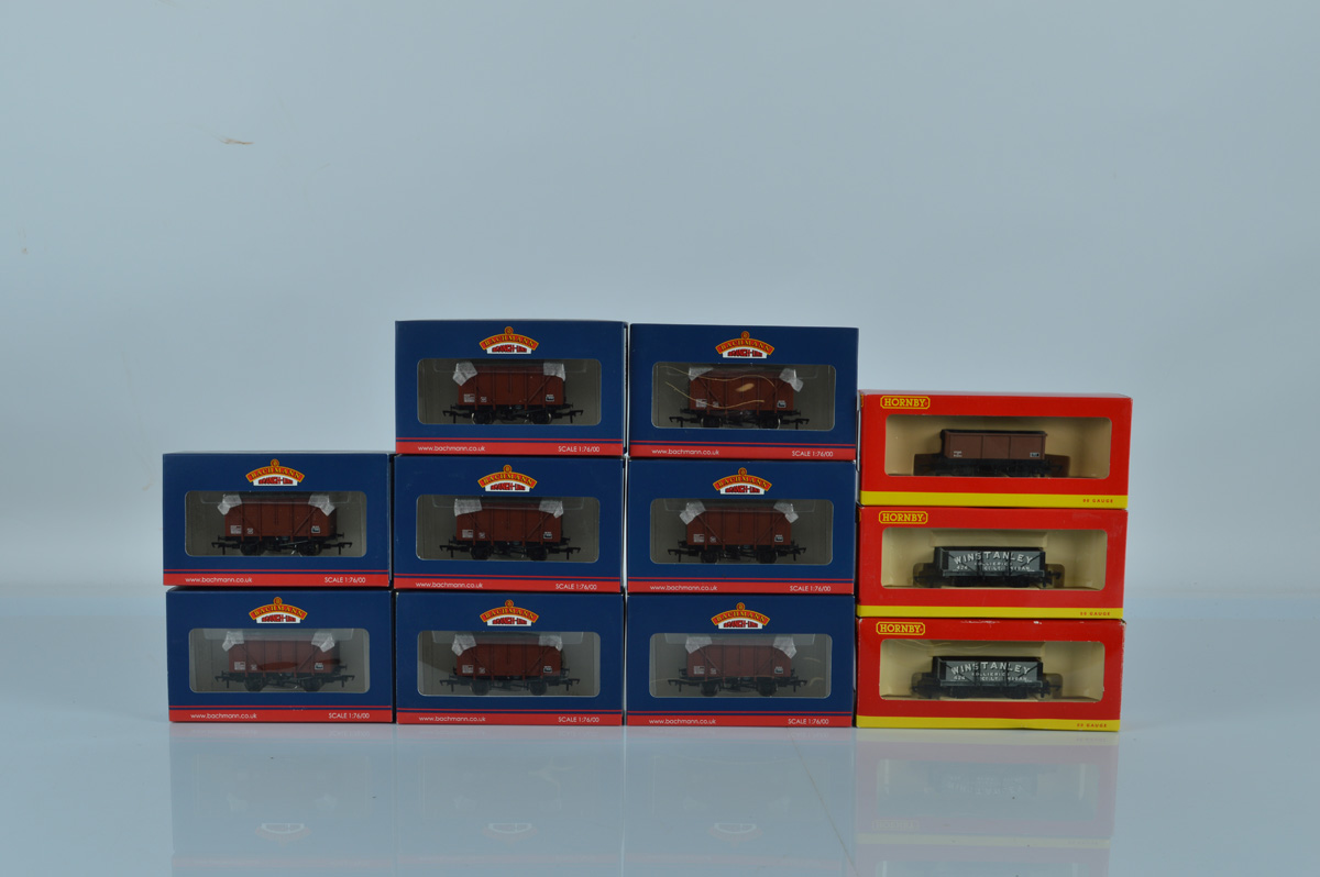 OO gauge. Eleven boxed rolling stock, including Bachmann Branch-Line and Hornby. (11)