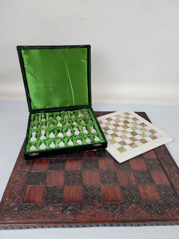A quantity of assorted chess sets, comprising four board, mostly wooden and four pieces sets - Image 3 of 3
