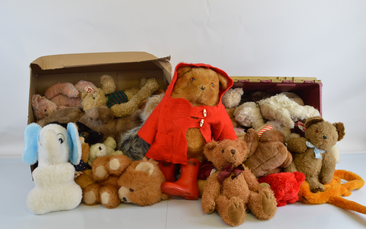 A good quantity of assorted soft toys, including Ty examples. 2 Boxes