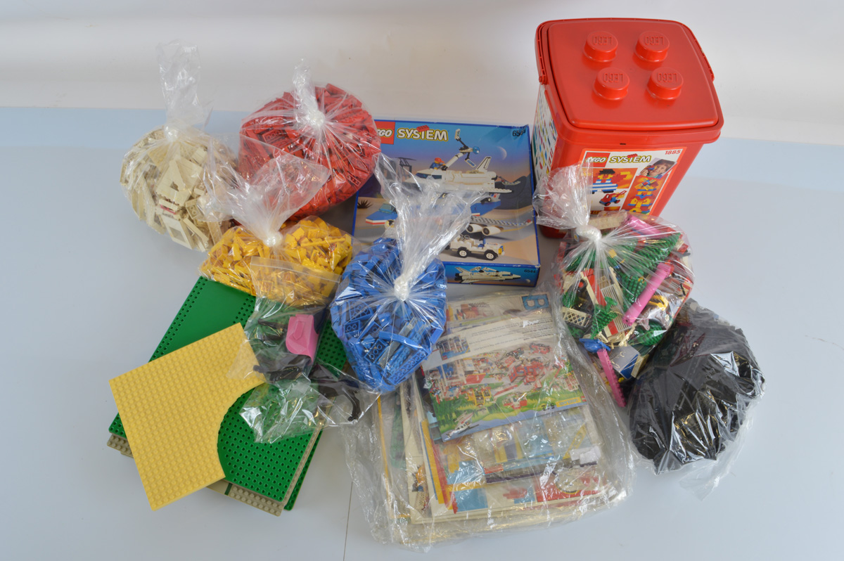 A collection of assorted Lego, including a Lego System 6544 boxed set (not checked for