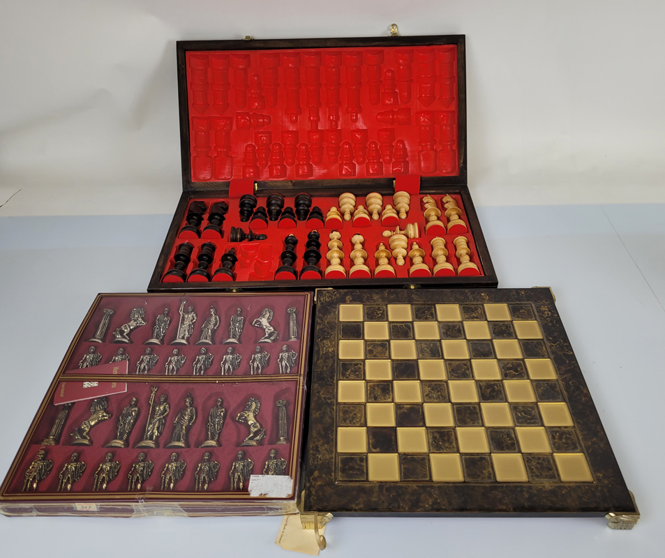 A quantity of assorted chess sets, comprising four board, mostly wooden and four pieces sets - Image 2 of 3