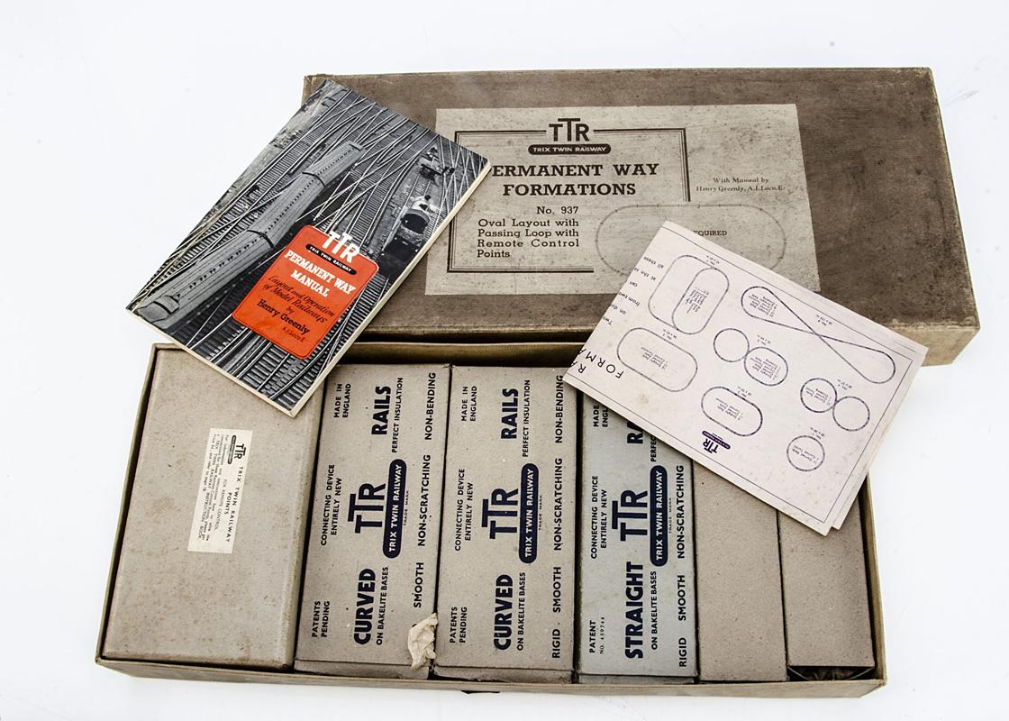 A boxed Pre-war Trix Twin Railway 00 Gauge LNER set with boxed track formation set, a set 4/324 LNER - Image 2 of 2