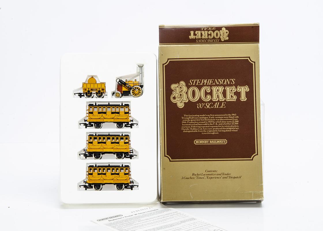 Hornby 00 Gauge Stephenson's Rocket Presentation Set, comprising Rocket and Tender, Liverpool and
