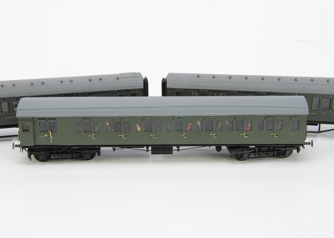 Kit-built 00 Gauge Southern Railway and BR (SR) Coaching Stock, a 4-car Maunsell corridor coach