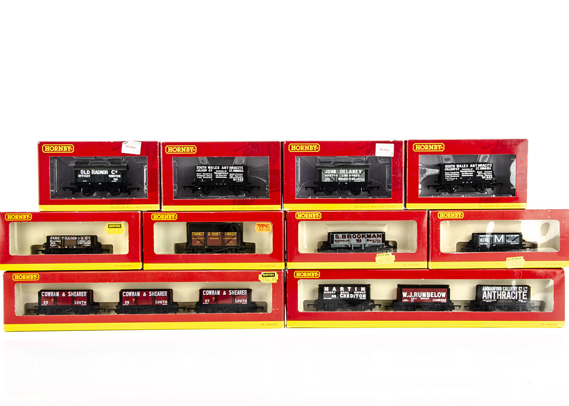 Hornby 00 Gauge Private Owner's open wagons, including R6116 and R6117, packs of three wagons, R6651