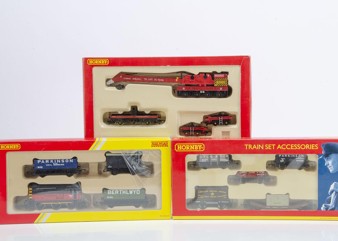 Hornby 00 Gauge Diesel Train Pack Wagon Pack and Breakdown Pack, R2669 Railroad Series comprising