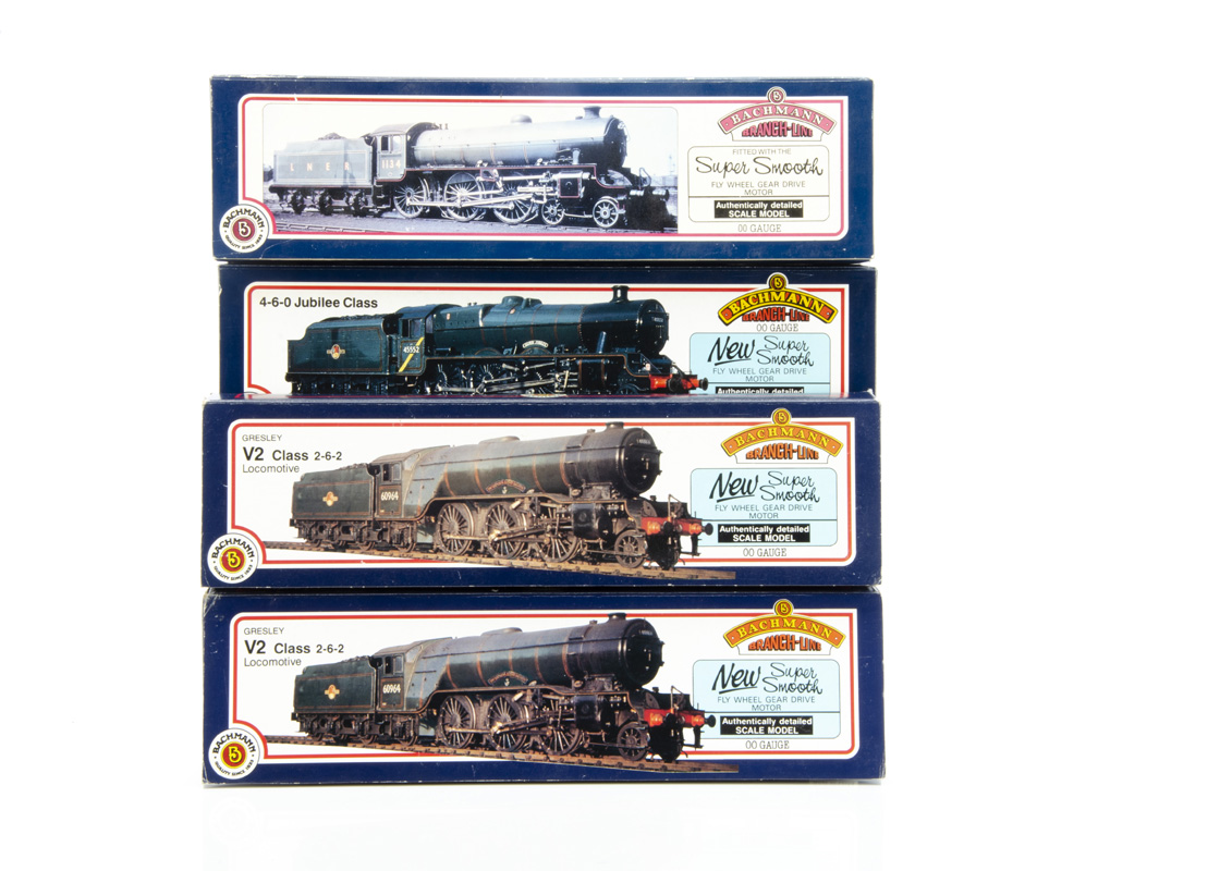 Bachmann OO Gauge Steam Locomotives and Tenders, four boxed examples, 31-551 Class V2 Green Arrow in