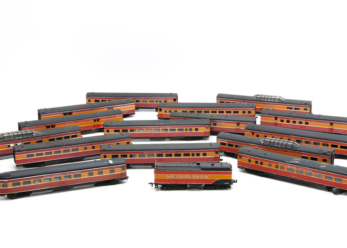 American HO Gauge Southern Pacific Coaches, a rake of fifteen mostly of kit construction all in