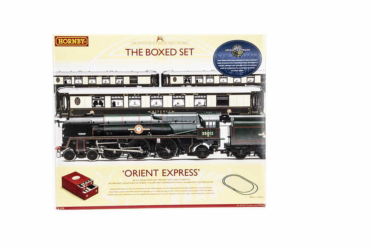 Hornby 00 Gauge R1038 The Orient Express Box Set, comprising BR green 4-6-2 Merchant Navy Class