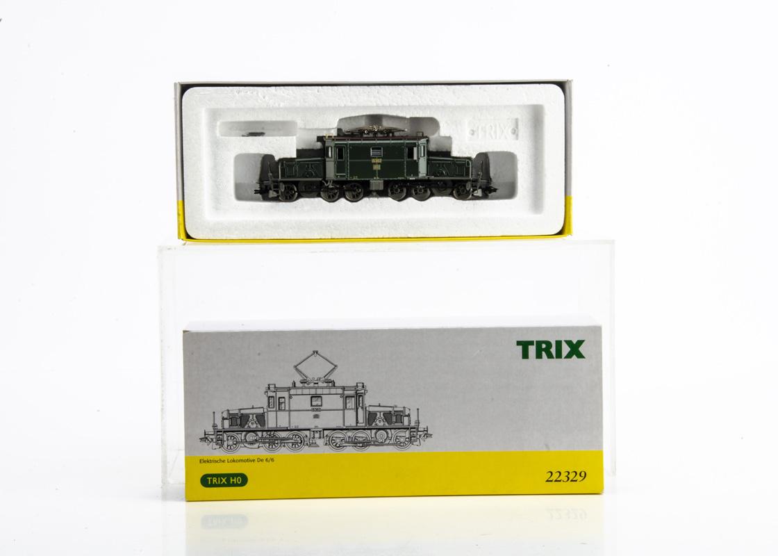 Trix HO Gauge Electric Locomotive, a boxed De 6/6 Seetal Crocodile 15302 in green livery of the SBB,