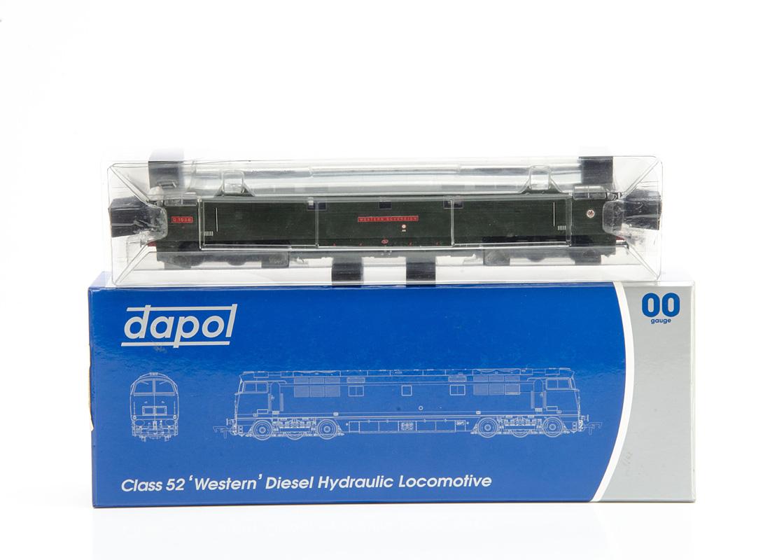Dapol 00 Gauge 4D-003-002 BR green Class 52 'Western Sovereign' Diesel, D1038, in original box E,