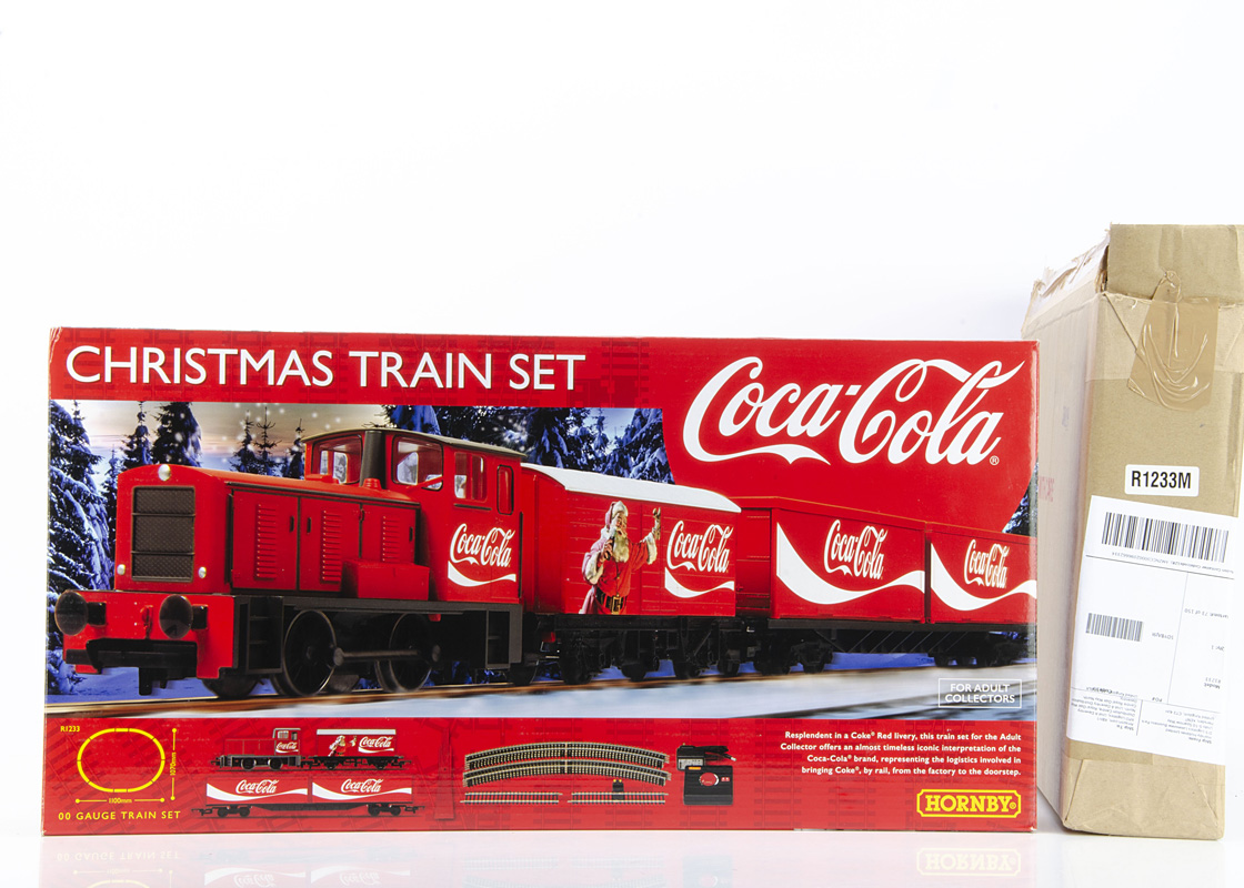 Hornby 00 Gauge R1233 Coca-Cola Christmas Train Set, comprising Coca-Cola red 0-4-0 Diesel