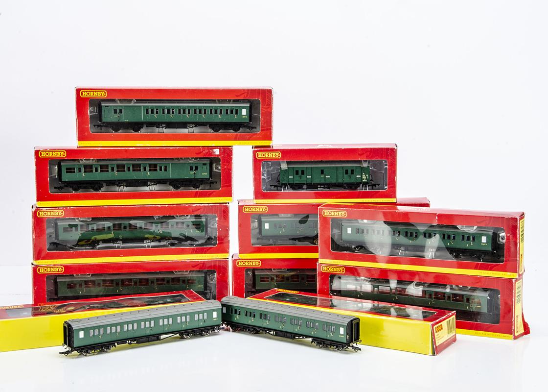 Hornby 00 Gauge BR SR Maunsell green Coaches, R, 4302C, D & E, 4303A & C, 4304C & D, 4305A & B,