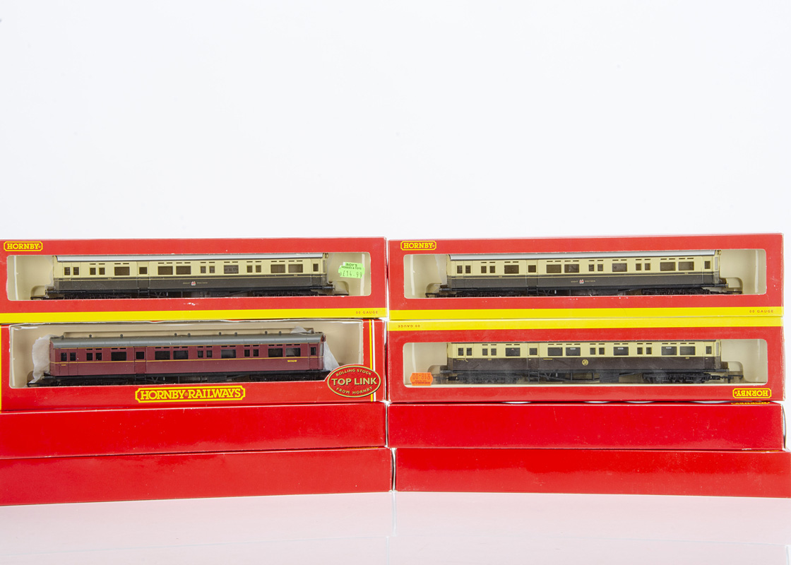 Hornby 00 Gauge BR and GWR AutoCoaches and BR Centenary Coaches, R4186, R4025A and R4025B GWR