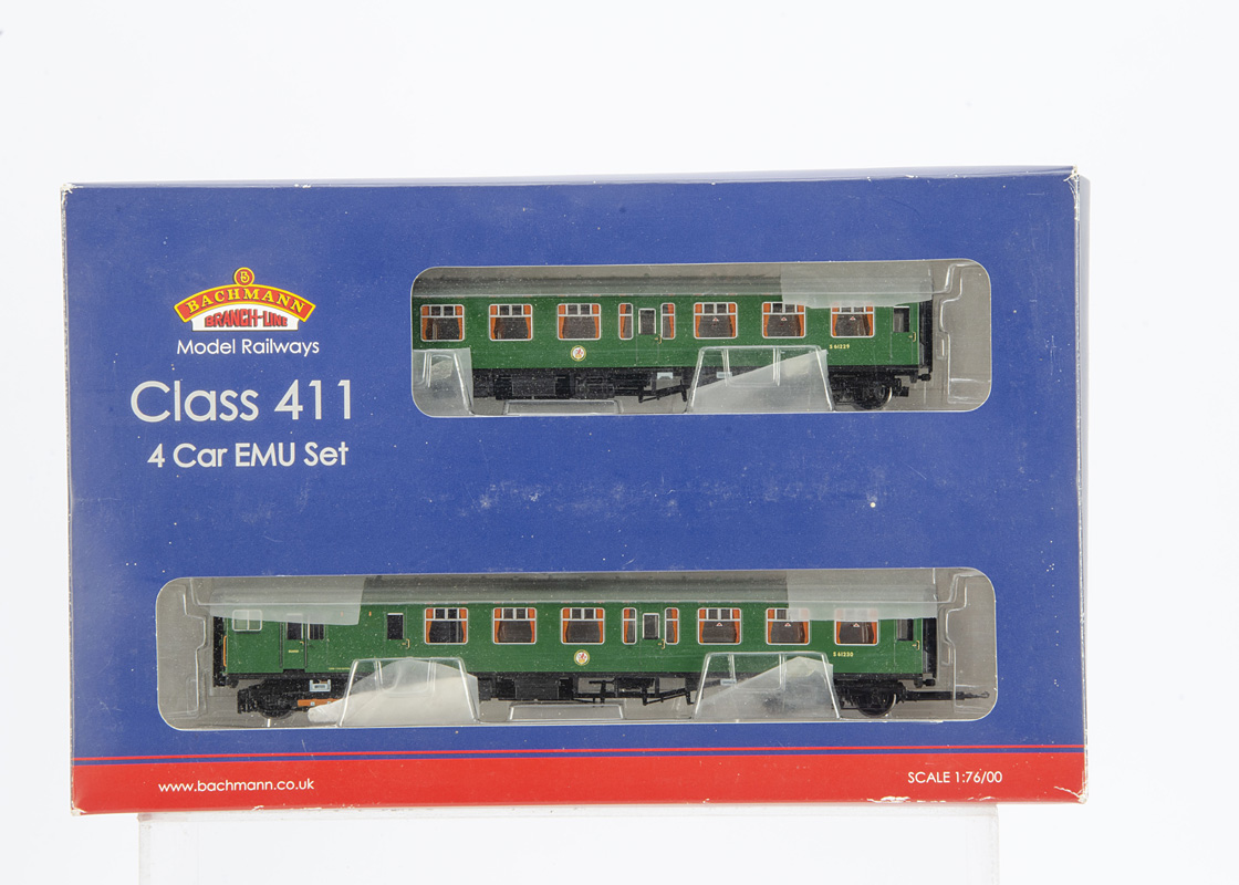 Bachmann 00 Gauge 31-425 BR green 4-CEP EMU Multiple Unit, comprising Power Car, Trailer and two