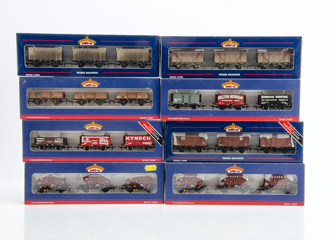 Bachmann 00 Gauge Triple wagon Packs, eight packs, 39-270 and 270X Presflo cement wagons, 38-160W