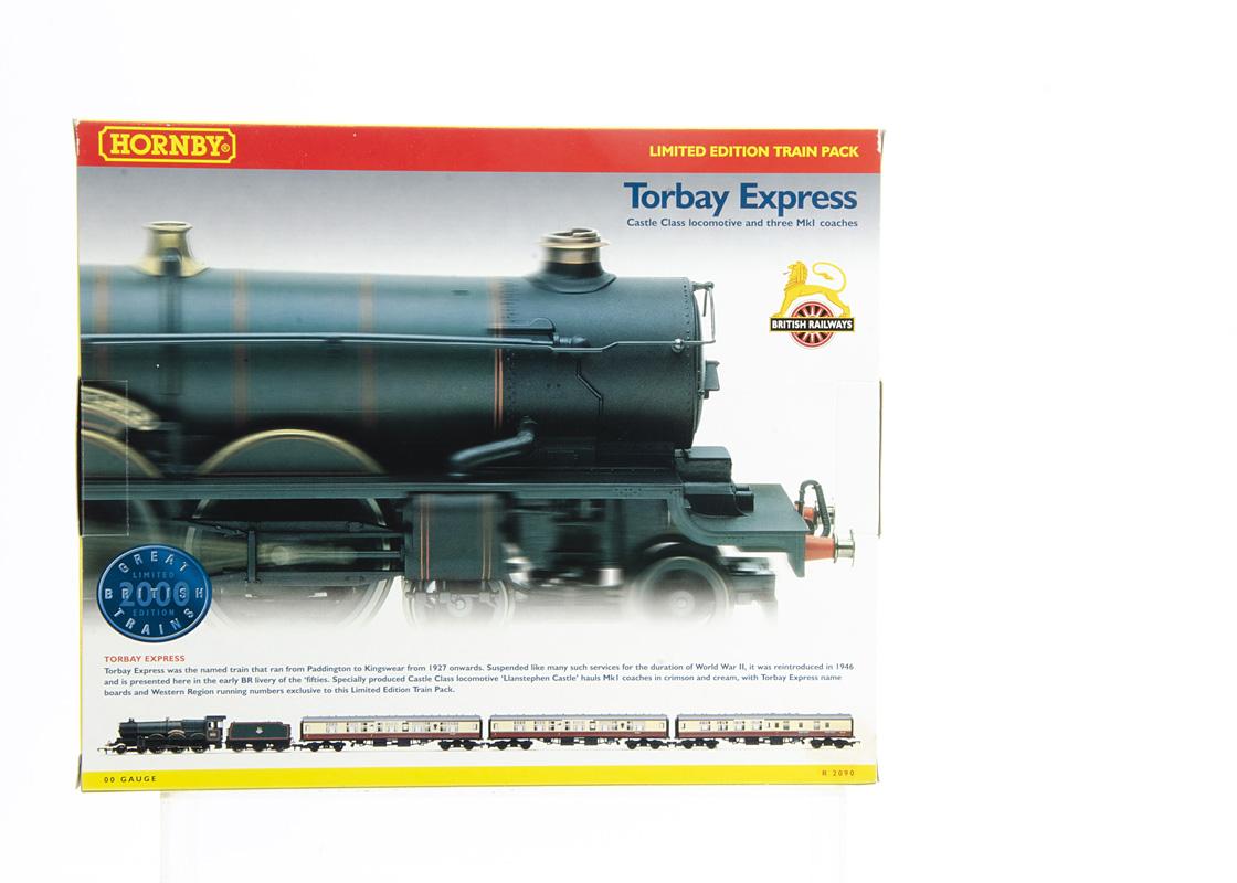 Hornby 00 Gauge Great British Trains R2090 'Torbay Express' Train Pack, comprising BR green Castle