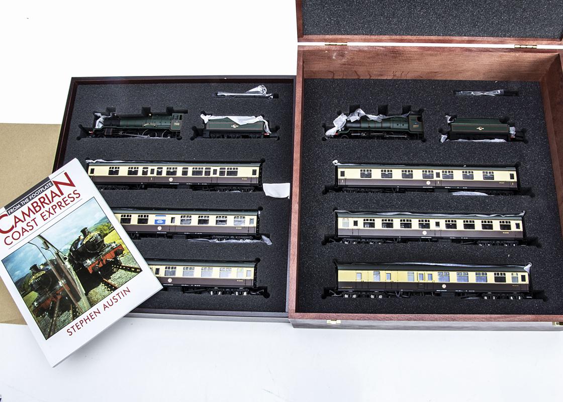 Bachmann 00 Gauge Cambrian Coast Express set in presentation box, comprising BR green 7828 'Odney