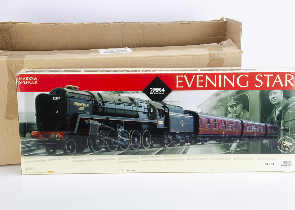 Hornby 00 Gauge R1045 Marks and Spencer Evening Star Train Set, comprising BR green Class 9F