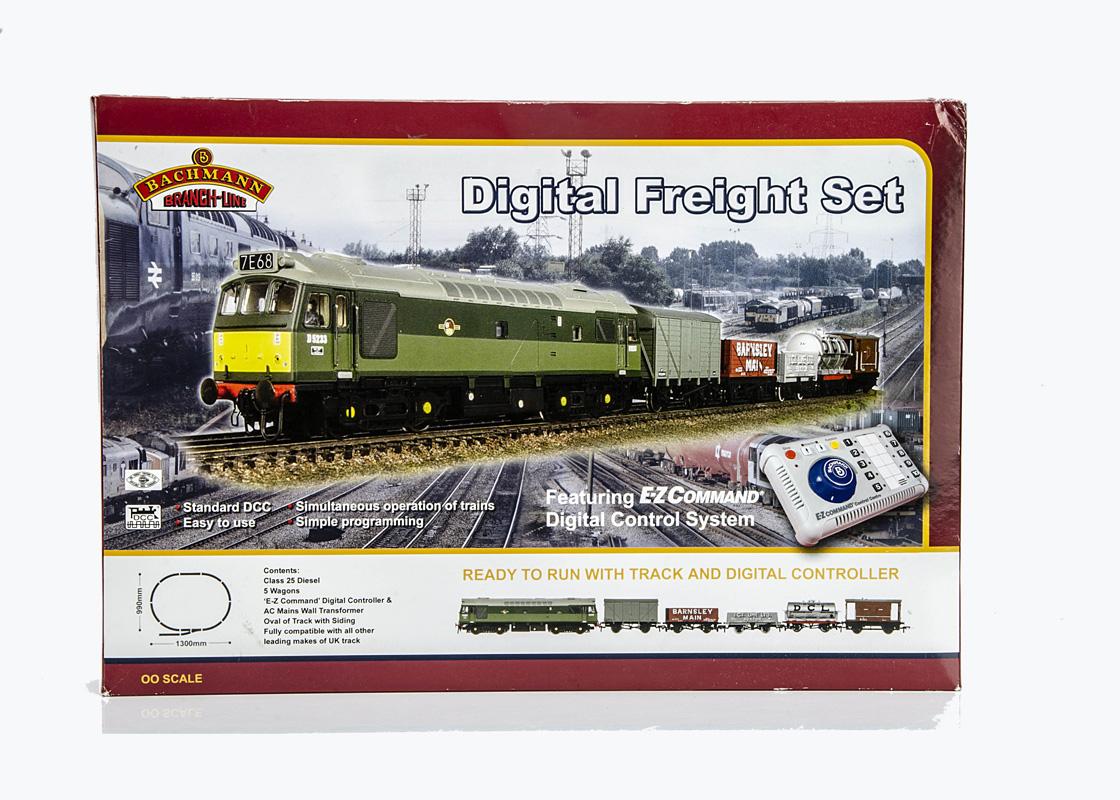 Bachmann 00 Gauge Digital Freight Set, comprising BR green Diesel Locomotives, five wagons, oval