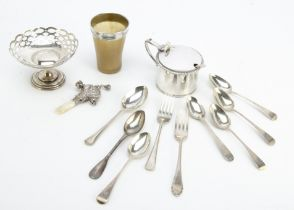 A small group of silver and other collectables, including a George V silver mustard, 4.6ozt with