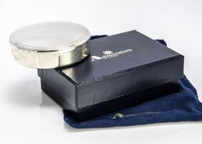 A modern sterling silver box from Aquascutum, 8.5cm diameter, 5 ozt, with blue velvet lining, with