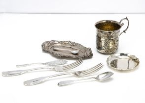 An Edwardian silver Christening mug and other items of silver and white metal, 11.6 ozt, including