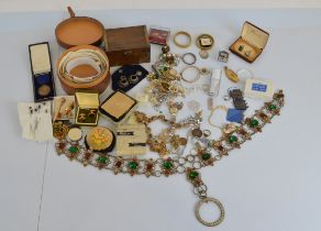A good quantity of assorted costume jewellery, including two boxed compacts, a gilt metal stone