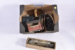 Railway accessories for 0 Gauge by Bassett-Lowke Hornby and Others, one bracket and three single B-L